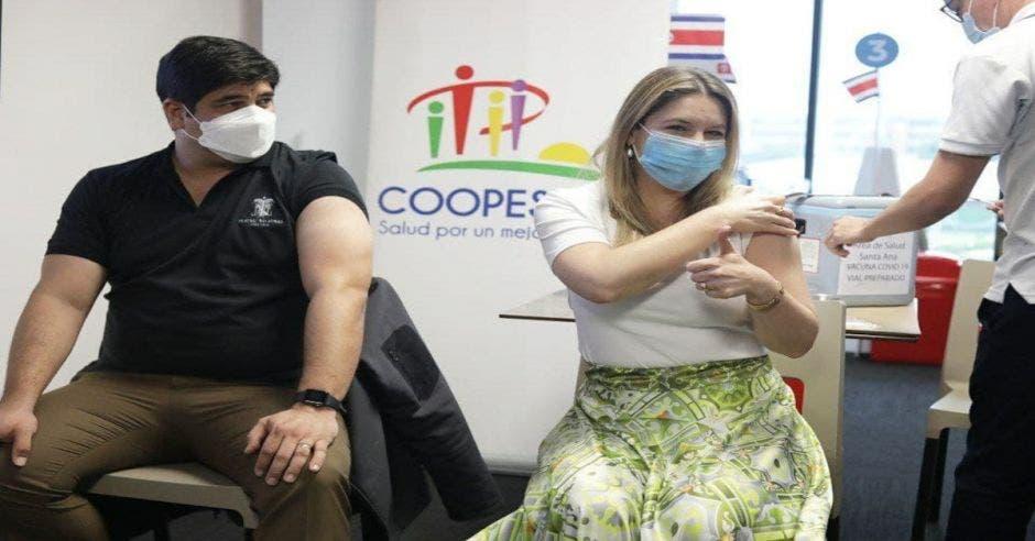 Mandatario y Primera Dama recibieron segunda dosis de vacuna contra la Covid-19 esta tarde